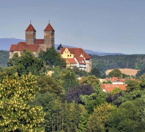 Bäume und Stadt Quendlinburg