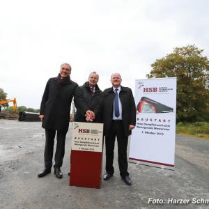 Sie gaben heute den symbolischen Startschuss für die neue Dampflokwerkstatt der HSB (v.l.n.r.): Peter Gaffert (Oberbürgermeister der Stadt Wernigerode und Aufsichtsratsvorsitzender der HSB), Matthias Wagener (Geschäftsführer der HSB) und der Verkehrsminister des Landes Sachsen Anhalt Thomas Webel (Foto: HSB)